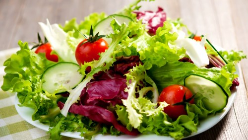Зеленый салат – витамины на столе
