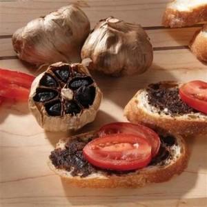 Бутерброд с черным чесноком