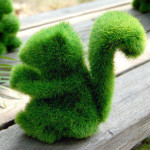 Белочка из искусственной травы