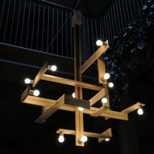 Оригинальный светильник из поддонов