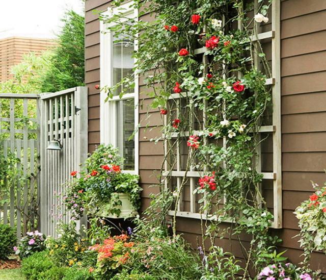 Решетка закрепленная на внешней стороне дома