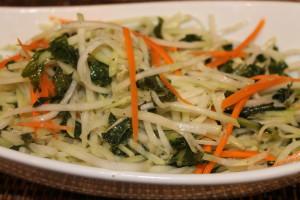 Салат из сырой кольраби