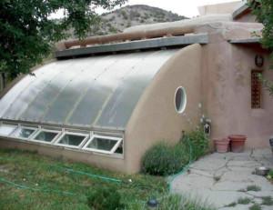 Встроенная в дом теплица